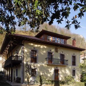 Hotel Pictures: La Casona de Don Santos, Proaza
