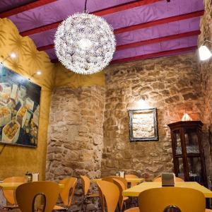 Hotel Pictures: Lo Raconet de la Plaça, Calaceite