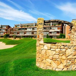Hotel Pictures: Empordà Golf Club Estudio, Gualta