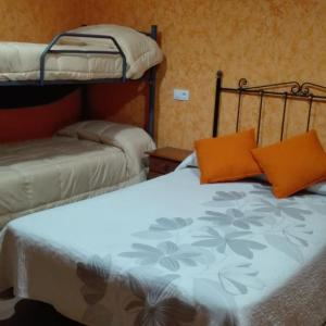 Hotel Pictures: Hostal La Aldaba, Montearagón