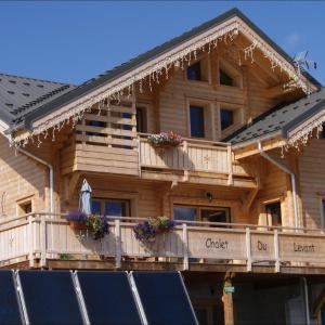 Hotel Pictures: Chalet du Levant, Chambres d'hôtes, Domaine Les Sybelles, La Toussuire