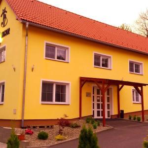 Hotel Pictures: Černý Kocour Apart hotel, Šarovy