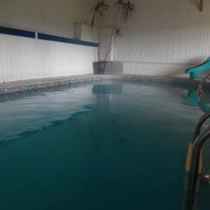 Hotel Pictures: Chalets & appartements Au Chant De La Rivière, Saint-Gabriel-De-Valcartier