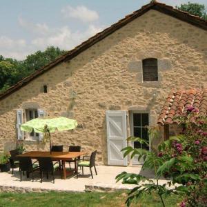 Hotel Pictures: Maison de vacances - Roumégoux, Roumégoux