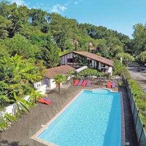 Hotel Pictures: Ferienwohnung La Bastide-Clairence 102S, Labastide-Clairence
