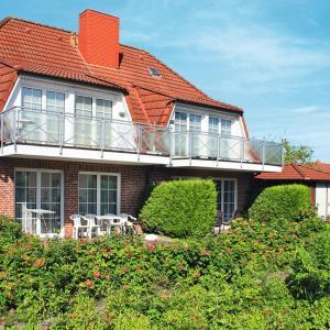 Hotel Pictures: 'Strohus'o.'Wattenkieker' 120S, Hooksiel