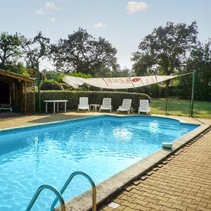 Hotel Pictures: Holiday Home Route de Chinan, Trensacq