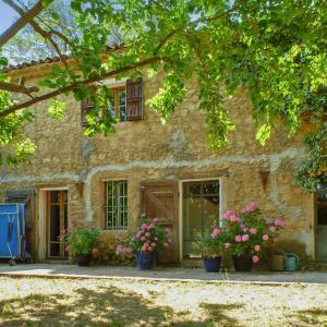 Hotel Pictures: Bastide de Chantebise, Entrecasteaux