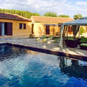 Hotel Pictures: Holiday home Avenue Pierre Augier, Pertuis
