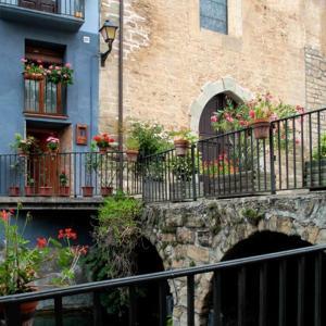 Hotel Pictures: Holiday home Placa Josep Roca, Peramola