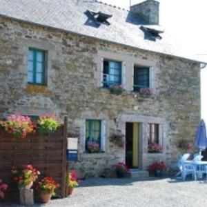 Hotel Pictures: Holiday home Gites Manoir du Ranleon - 3, Jugon Les Lacs
