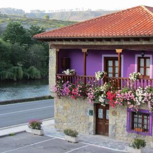 Hotel Pictures: Holiday home Barrio el Retiro, Unquera