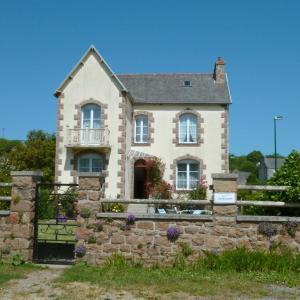 Hotel Pictures: Holiday Home Rue du Cognic, Saint-Jean-du-Doigt