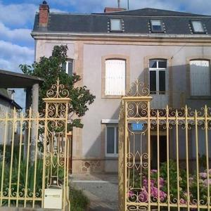 Hotel Pictures: Holiday home Rue Henri Bonnet, Châteauponsac