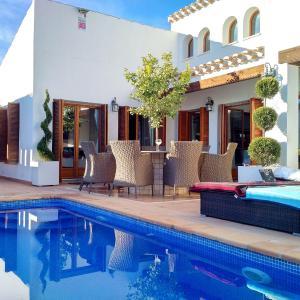 Hotel Pictures: Villa El Valle Golf Resort, Baños y Mendigo