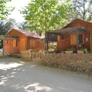 Hotel Pictures: Cabañas Camping Sierra de Peñascosa, Peñascosa