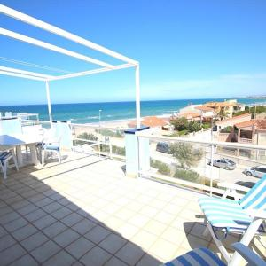 Hotel Pictures: Playa Surf 28, Les Deveses