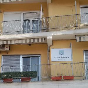 Hotel Pictures: Apartamento El Mirlo Blanco, Villena