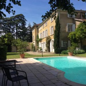 Hotel Pictures: Le clos saint Genois, Saint-Genis-Laval