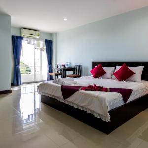 Hotel Pictures: Raya Rawai Place, Rawai Beach