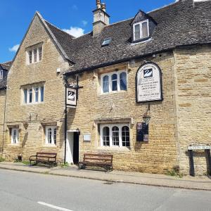 Hotel Pictures: White Swan Inn, Corby