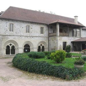 Hotel Pictures: Abbaye de St Gilbert, St Didier-la-Forêt