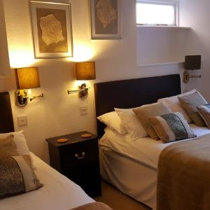 Hotel Pictures: Colebrook Guest House, Farnborough