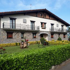 Hotel Pictures: Txanpardin, Azpeitia