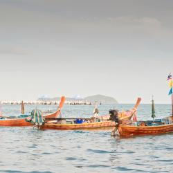 Bãi biển Rawai 734 khách sạn