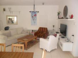 Neve Ze'ev Apartment with Garden
