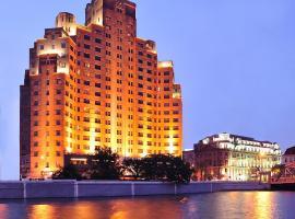 Broadway Mansions Hotel - Bund