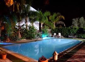 Thaliana Palm Retreat