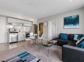 Two Bedroom Apartment - Pool, Gym & Free Parking!