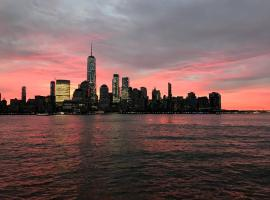Amazing Waterfront and Statue Views - Close to NYC