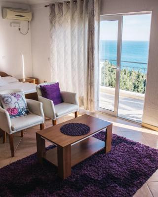 Apartments Hollaj
