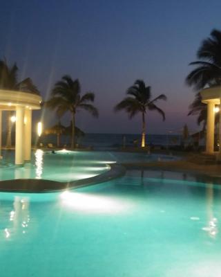 Condominio de Lujo con Playa y Alberca