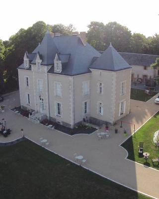 Le Petit Château des Cedres