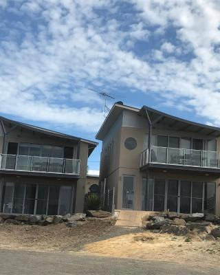 Penneshaw Oceanview Apartments