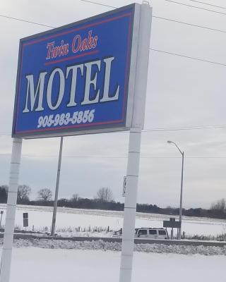 Twin Oaks Motel