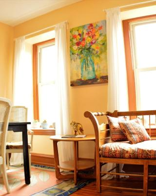 Adorable Apartment in University City