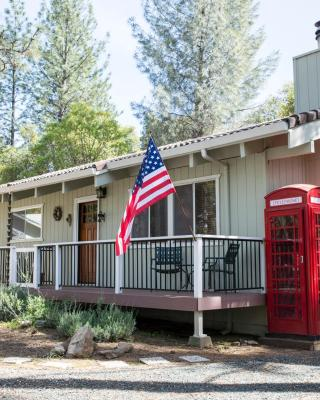 Lovely Mountain Lake Chalet by Yosemite: Equipped!