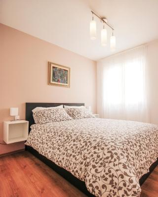 Apartments Martina in city center with private parking