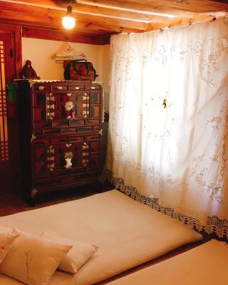 Ssamok Ssamok Hanok Guesthouse