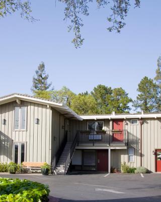 Red Cottage Inn