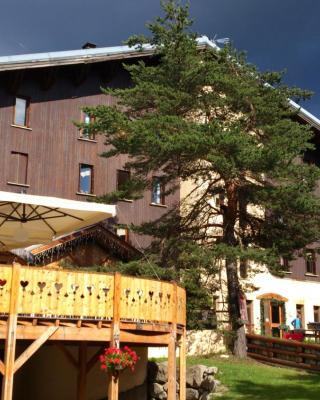 Logis Hôtel - Domaine de l'Adoux