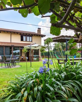 Apartamentos Rurales Villa de Sain (España El Pito ...