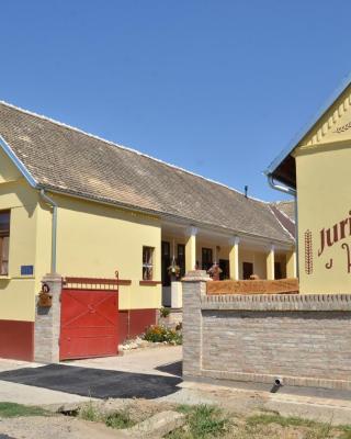Guest house Jurini Dvori