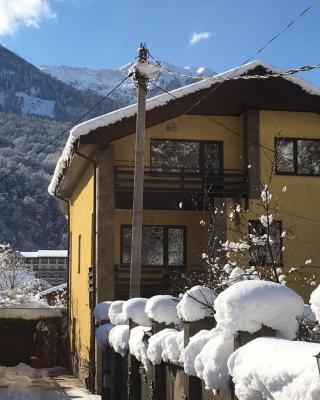 Guest House on Beryozovaya 72