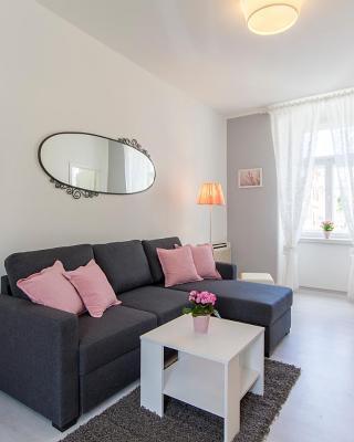 Center Apartment Tina