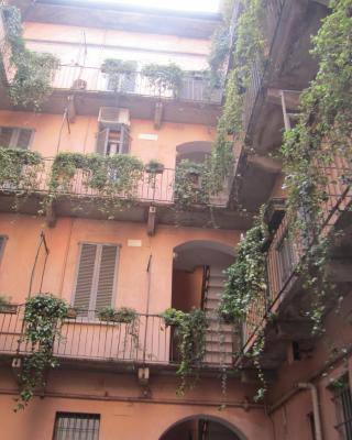 Charming and elegant apartment historic center of Milan